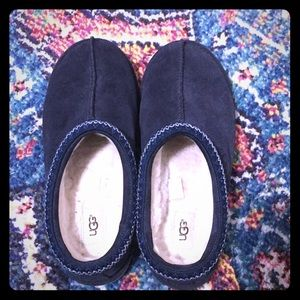 Great condition Ugg brand Tasman Slippers (navy)